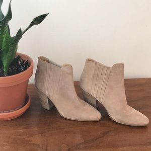 NWOT Kenneth Cole Suede Booties, 9.5